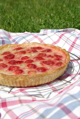 tarte fraises rhubarbe recette de cuisine mademoiselle cuisine recettes astuces actu cuisine. Black Bedroom Furniture Sets. Home Design Ideas