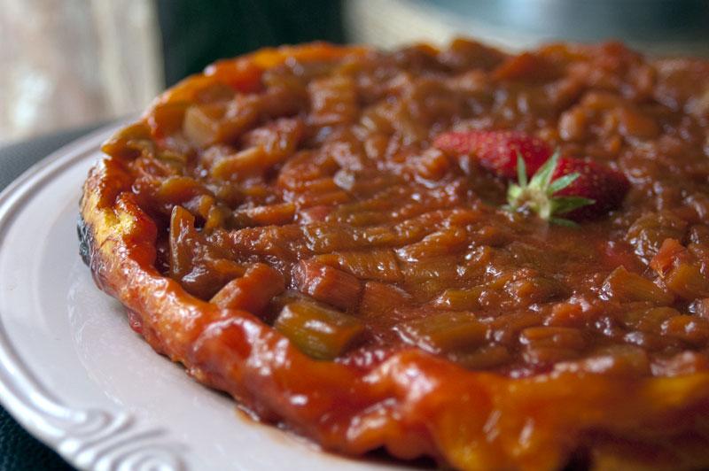 tarte tatin rhubarbe fraises recette de cuisine mademoiselle cuisine recettes astuces. Black Bedroom Furniture Sets. Home Design Ideas