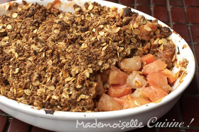 crumble coings pommes et noisettes sans beurre recette de cuisine mademoiselle cuisine