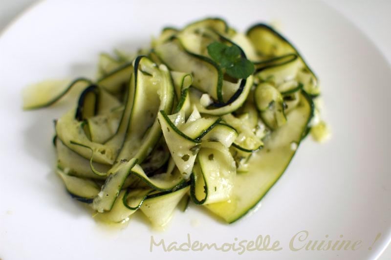 salade de tagliatelles de courgettes recette de cuisine mademoiselle cuisine recettes. Black Bedroom Furniture Sets. Home Design Ideas
