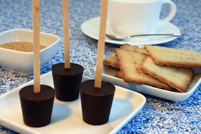 sucettes de chocolat fondre recette de cuisine mademoiselle cuisine recettes astuces. Black Bedroom Furniture Sets. Home Design Ideas